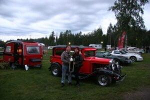 Minna ja Esa Liikasen Chevrolet 1930 Universal sai mahtavan pokaalin yleisöäänestyksessä.