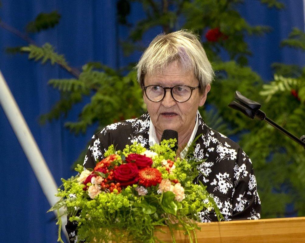 Riemuylioppilaan puheenvuoron pitänyt Aila Kauranen vertasi puheessaan elämää heidän ikäluokkansa ylioppilasvuonna 1970 sekä nyt.