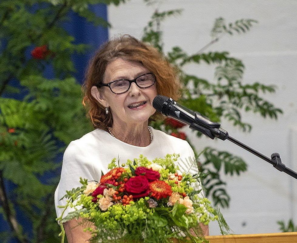 Ylioppilaan vanhemman puheenvuoron käytti Marja-Leena Lehtomäki, joka muisteli ylioppilaita toimeliaana ja reippaana ikäluokkana.
