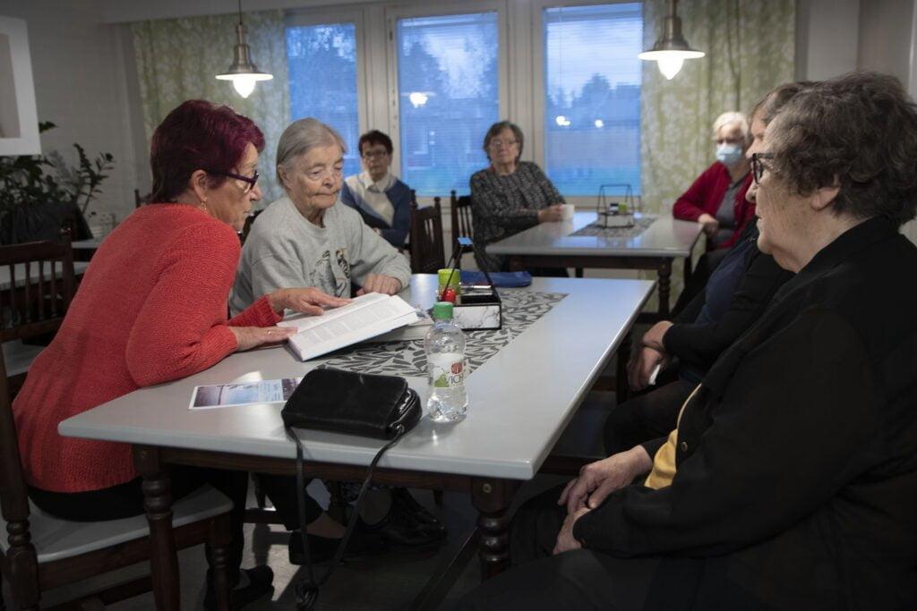 Kunnalliskodin historiaan syvennyttiin Seija Puotinimen avauksesta vanhainkotiyhdistyksen kerhossa.